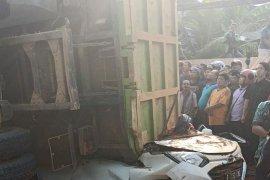 Tragis, empat orang tewas tertimpa truk bermuatan tanah