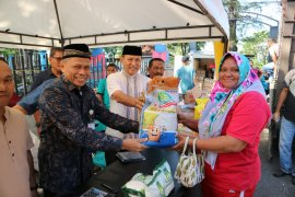 Bulog-Disperindag gelar pasar murah di Km 0 Indonesia