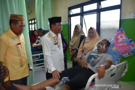 Sekda Gorontalo Utara kunjungi warga korban keracunan makanan