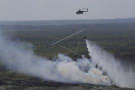 """Pemadaman api di Gunung Arjuno kerahkan helikopter """"water bombing"""""""