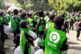 Ribuan driver Gojek antusias dapatkan jaket logo baru