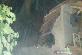 Satu rumah ambruk dan lima rusak di Bandung Barat terdampak gempa Banten