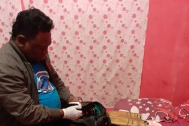 Pria paruh baya tewas dalam kamar mandi penginapan