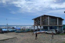 Warga pesisir Jayanti Cianjur sempat mengungsi ke dataran tinggi