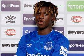 Everton resmi datangkan Moise Kean