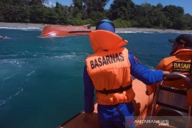 Speedboat capsizes in Maluku, 1 killed, 32 survive