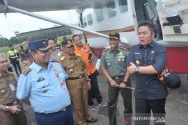 Gubernur mengecek perlengkapan udara untuk patroli kebakaran lahan Page 1 Small