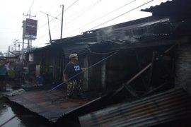 Dua unit rumah usaha bengkel dan mie aceh terbakar