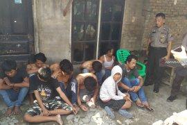 Polisi gerebek kampung narkoba, 10 orang pengedar dibekuk