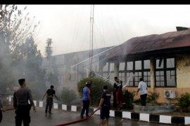 Polda NTT terbakar