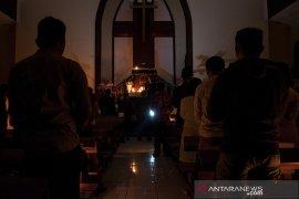 Ibadah Menggunakan Cahaya Lilin