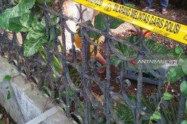 FS tewas tergantung di pohon mangga, warga menilai ada kejanggalan