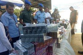 Belasan jenis barang ilegal dimusnahkan Bea Aukai  Aceh
