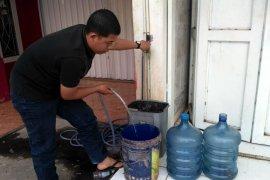 Antisipasi warga Cianjur khawatir listrik kembali padam