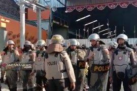 Penyegelan Pasar Tanjungsari 77 Surabaya tanpa perlawanan