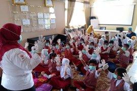Puskesmas Karang Tengah menggandeng PMI latih dokter kecil