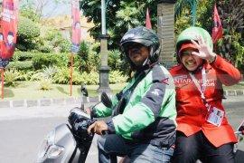 Bu Risma numpang ojek daring ke arena kongres V PDIP di Bali