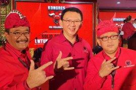 Megawati perkenalkan Ahok di Kongres PDIP