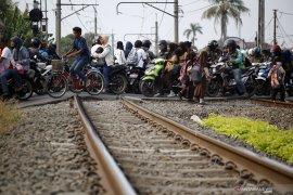KAI tutup pelintasan sebidang Karawang-Klari usai kecelakaan bus-kereta
