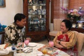 """Di hadapan Prabowo, Mega ungkap strateginya unggul di """"kandang banteng"""""""