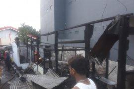 Kebakaran di Ambon  satu warung dan salon ludes terbakar