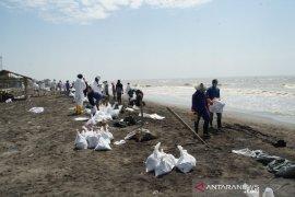 Pertamina: Warga ikut kegiatan pembersihan limbah minyak atas keinginan sendiri