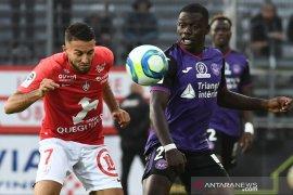Gol telat batalkan kemenangan tim promosi Brest di pekan pembuka Liga Prancis