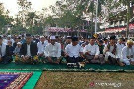 Bupati Belitung laksanakan shalat Ied bersama ribuan masyarakat