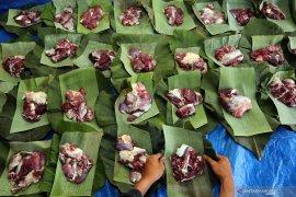 Penggunaan pembungkus daging kurban nonplastik
