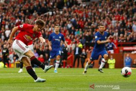 Neville sesumbar MU bakal juara sebelum Liverpool