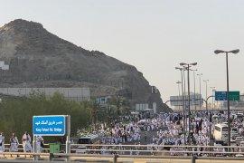Mekkah padat saat puncak haji, jamaah cuma bisa jalan kaki
