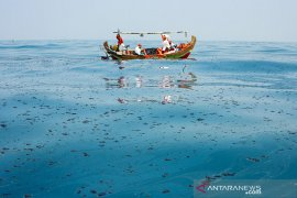 Penanganan Tumpahan Minyak Mentah di Laut Karawang