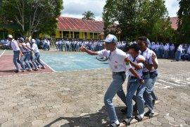 Pemprov Malut beri penghargaan ke siswa berprestasi pada hari Kemerdekaan