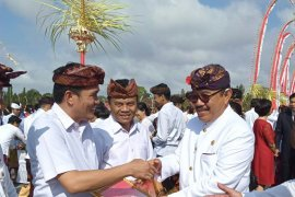 Kepala Bappeda Mentawai terima penghargaan dari Gubernur Bali