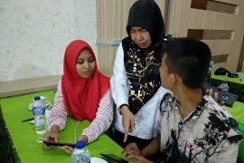 Kepiawaian Sri Suryati dampingi tiga siswa difabel peserta SMN Jambi
