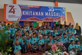 Angkasa Pura II Supadio Pontianak sunat 100 anak di KKR