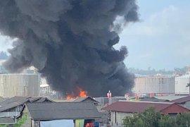 Kepulan asap hitam pekat di areal Pertamina Balikpapan