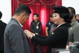 Bupati Landak serahkan penghargaan Satyalencana Karyasatya kepada 216 PNS