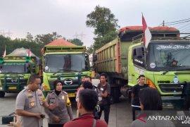 Sejumlah truk jumbo pengangkut tanah diamankan Polisi