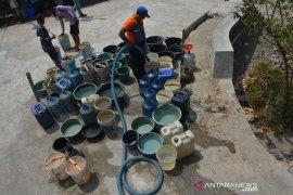 Penyaluran air bersih di Jombang