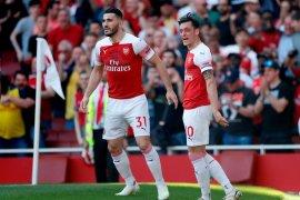 Absen di laga pembuka, Ozil dan Kolasinac siap bela Arsenal vs Burnley