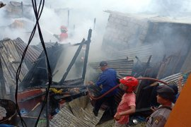 Satu korban kebakaran di Batu Merah jalani perawatan di rumah sakit