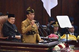 Terkait pembangunan, menurut Jokowi harus dinikmati oleh seluruh pelosok nusantara