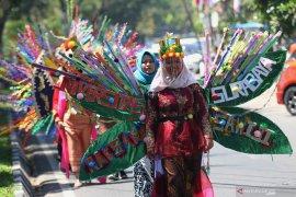 Mahasiswa baru Ubaya gelar kirab budaya semarakkan Hari Kemerdekaan