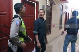 Keluarga pelaku penyerangan anggota Polsek Wonokromo dijemput polisi