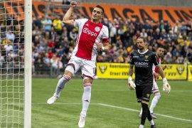 Tadic samai rekor Suarez, cetak gol di tiap laga