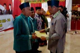 Dua ASN Disdukcapil Aceh Tengah terima penghargaan dari bupati