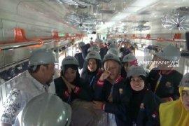 Peserta SMN asal Gorontalo lihat pembuatan kereta PT INKA di Jatim