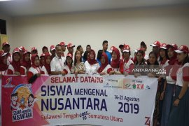Peserta SMN asal Sulteng mengunjungi SMA Del
