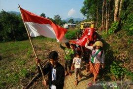 Video-Semarak HUT RI ke-74 warga Pegunungan Meratus